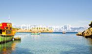 La spiaggia degli Infreschi e la barca dei Pirati