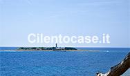 L'isolotto con il faro di Punta Licosa