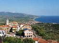 Il borgo di Casal Velino con sullo sfondo il golfo di Velia