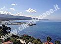 La vista del porto di Casal Velino che si gode dalla struttura