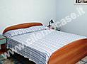La fresca e comoda camera da letto matrimoniale