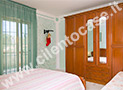 La camera da letto con armadio