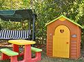L'area giochi per bambini nel giardino