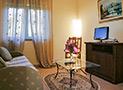 Il soggiorno con tv dell'appartamento Belvedere