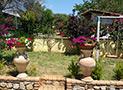 Il giardino in parco chiuso della casa vacanze Antica Dimora Donna Filomena