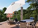 Il terrazzo arredato con mobili da giardino di Casa Portararo