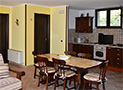 L'ampio salone/soggiorno della villa
