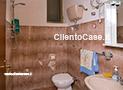 Il bagno con doccia dell'appartamento Riviera di Ponente