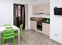 La cucina attrezzata dell'appartamento Bora