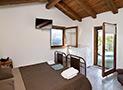 La camera matrimoniale vista mare con tv, aria condizionata e terrazzo panoramico