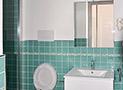 Il bagno con box doccia dell'appartamento Libeccio