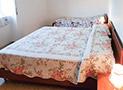 Una delle camere da letto dell'appartamento