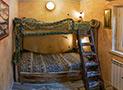La camera con letti a castello riproduce le