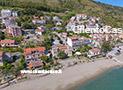 Foto area di Pioppi con il centro cittadino, la spiaggia e il palazzo Vinciprova