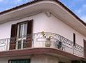 Veduta esterna dell'affittacamere Sofia in via del Corso Carlo Piacane al centro di Palinuro