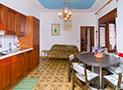 La sala da pranzo con cucina nuova attrezzata dell'appartamento Antonrosa