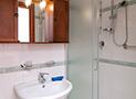 Il bagno all'interno della camera matrimoniale