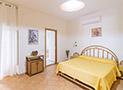 La camera da letto matrimoniale dell'appartamento Da Zia Maria