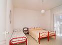 La camera con letto matrimoniale e singolo
