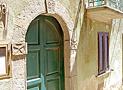 Il portone d'ingresso di Casa Emilia