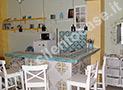 Il soggiorno con angolo cottura rifinito con ceramiche di Vietri