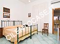 Una delle 3 camere da letto con tv, frigobar, aria condizionata e bagno con box doccia