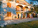 Gli esterni e il giardino della villa Il Giardino dei Filosofi