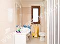 Il bagno con box doccia dell'appartamento 5 posti