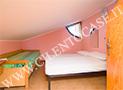La camera da letto della mansarda al piano  superiore