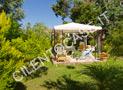 Il giardino e il gazebo attrezzato